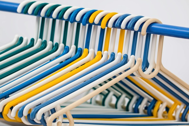 clothes-hangers-582212_1920