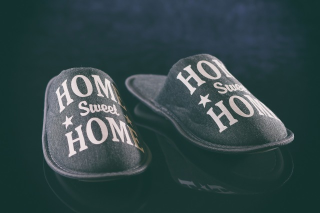 slippers-4905435_1920